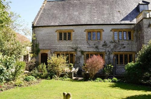 Last Minute Cottages - The Book Room