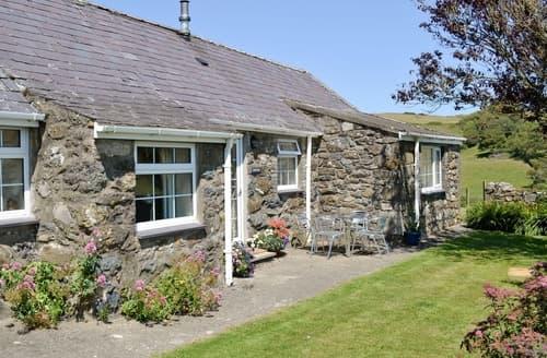 Last Minute Cottages - Hafod