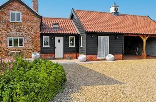 Last Minute Cottages - Cosy Eye Cottage S17877