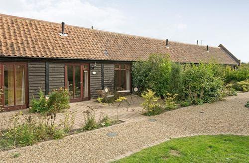 Last Minute Cottages - Tasteful Horning Cottage S17370