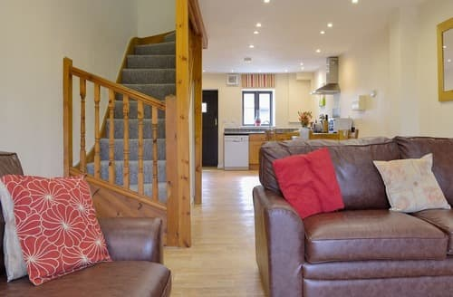 Last Minute Cottages - Captivating Frome Lodge S20129