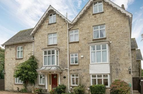 Last Minute Cottages - Lovely Shanklin Apartment S85757