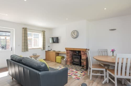 Last Minute Cottages - Cosy West Meon Cottage S90701