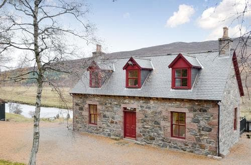 Last Minute Cottages - Tasteful Ballater Lodge S72772