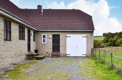 Last Minute Cottages - Adorable Mere Cottage S13721