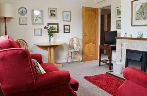 Last Minute Cottages - Charming Cirencester Apartment S16185