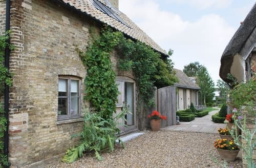 Last Minute Cottages - Luxury Ely Cottage S17021