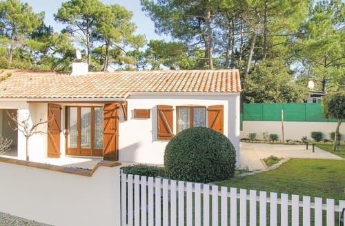 Last Minute Cottages - Adorable La Tranche Sur Mer Cottage S119457