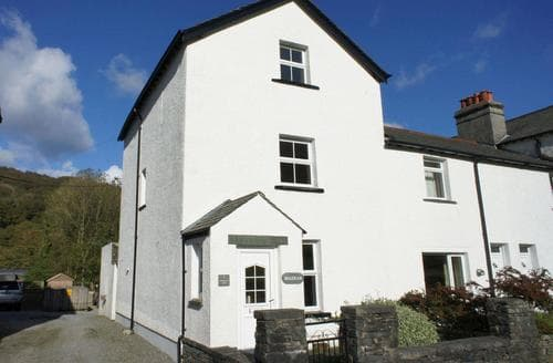 Dog Friendly Cottages - Quaint Buttermere And Borrowdale Cottage S85073
