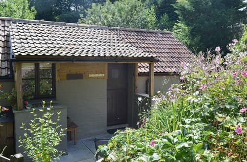 Last Minute Cottages - Luxury Combe Martin Cottage S19065
