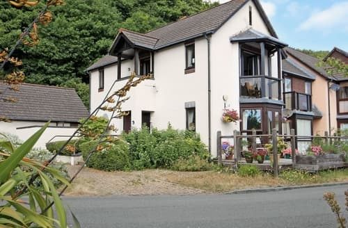 Last Minute Cottages - Superb Haverfordwest Apartment S21866