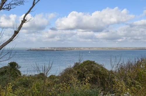 Last Minute Cottages - Solent Point