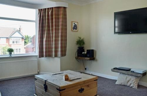 Last Minute Cottages - Charming Blackpool Apartment S84711