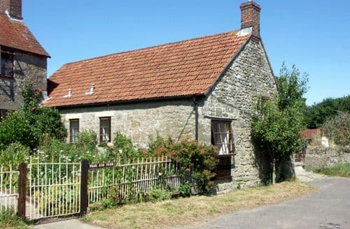 Last Minute Cottages - The Old Bull Stall