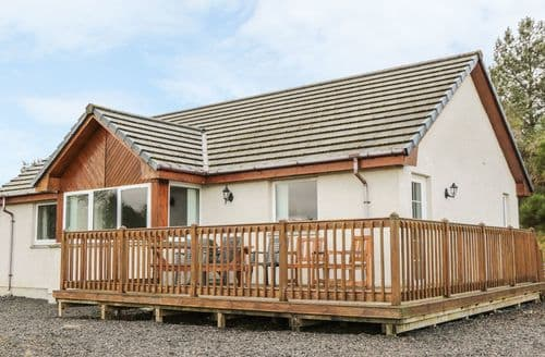 Last Minute Cottages - Quaint Strathpeffer Rowans S4692