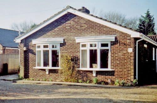 Last Minute Cottages - Delightful Pott Row Cottage S9479