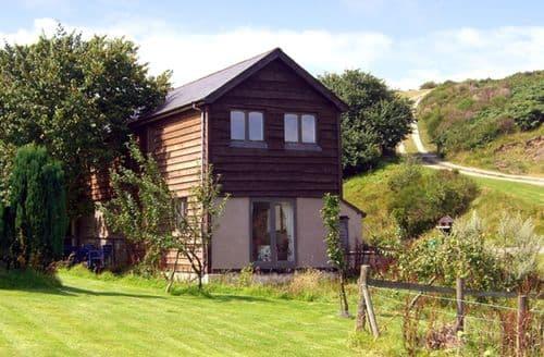Last Minute Cottages - Stunning Bishops Castle Barn S2079