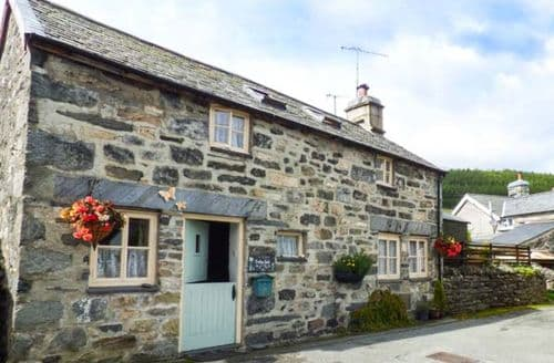 Last Minute Cottages - Beautiful Betws Y Coed Cottage S42163