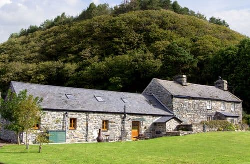 Last Minute Cottages - Glasfryn Barn