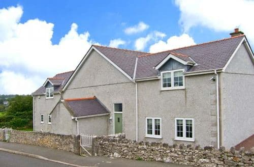 Last Minute Cottages - Superb Moelfre Rooms S4742