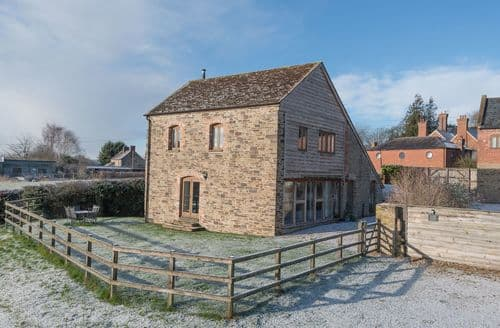 Last Minute Cottages - Attractive Ludlow Barn S2124