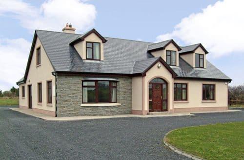 Last Minute Cottages - Cosy Ennis Cottage S6706