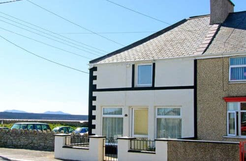 Last Minute Cottages - Malltraeth Cottage