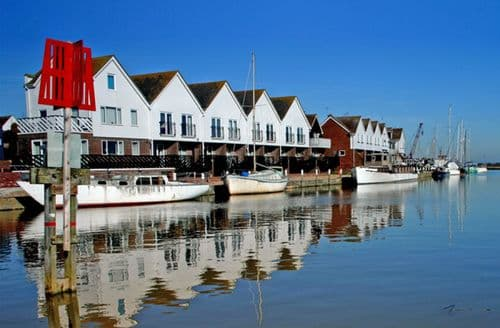 Last Minute Cottages - Delightful Rye Boathouse S3285