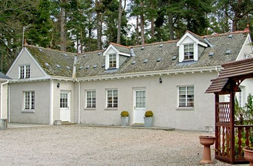 Last Minute Cottages - Attractive Grantown On Spey Lodge S4935