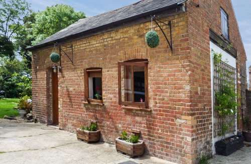 Last Minute Cottages - Attractive Herne Bay Dairy S3359