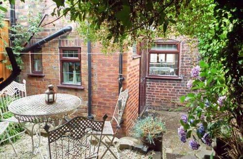 Last Minute Cottages - Splendid Leek Bank S3371