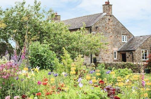 Last Minute Cottages - Stunning Leek Cottage S3382