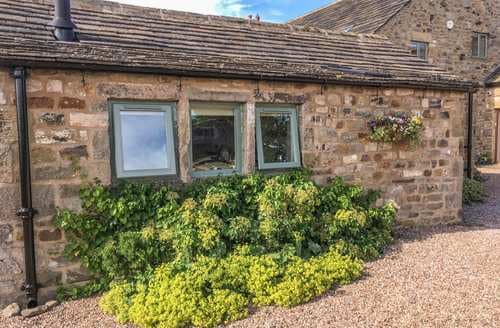 Last Minute Cottages - Cosy Ilkley Cottage S3436