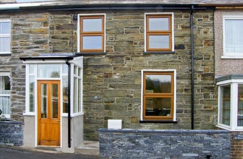 Last Minute Cottages - 25 Tyn y Maes
