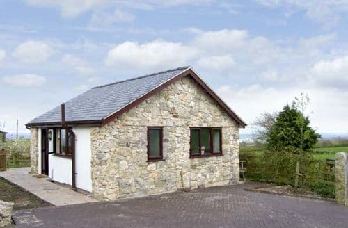 Last Minute Cottages - Luxury Holywell Bach S5141