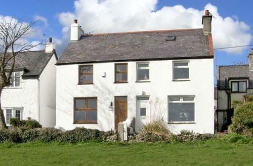Last Minute Cottages - Quaint Moelfre Cottage S5143