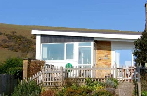 Last Minute Cottages - Bay View