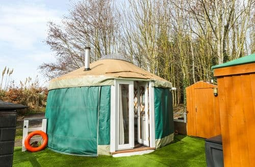 Last Minute Cottages - Attractive Tewkesbury Yurt S2281