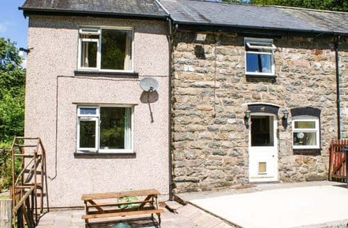 Last Minute Cottages - Inviting Llanbrynmair Isaf S5202
