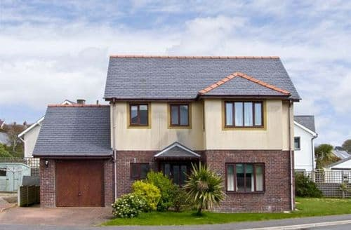 Last Minute Cottages - Min Y Traeth