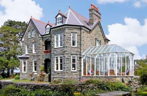 Last Minute Cottages - Superb Llanbedr Hall S5230