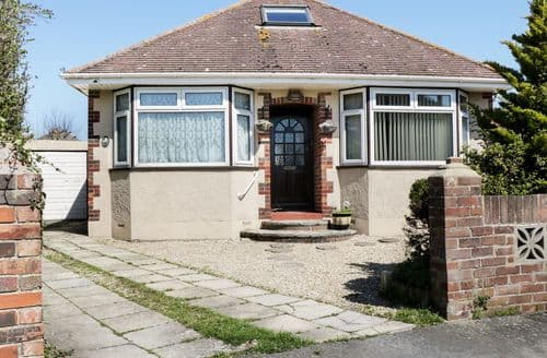 Last Minute Cottages - Splendid Weymouth Gardens S2310