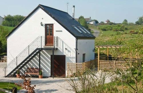 Last Minute Cottages - Stunning Holywell Bach S5280
