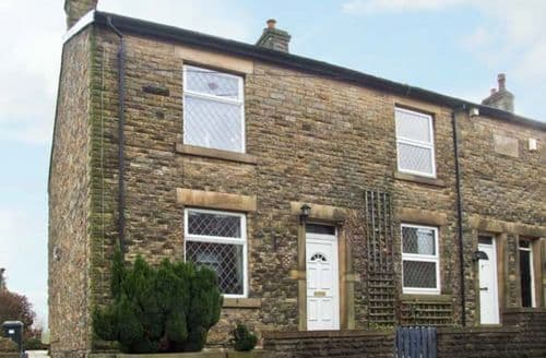Last Minute Cottages - Charming High Peak Lane S3606