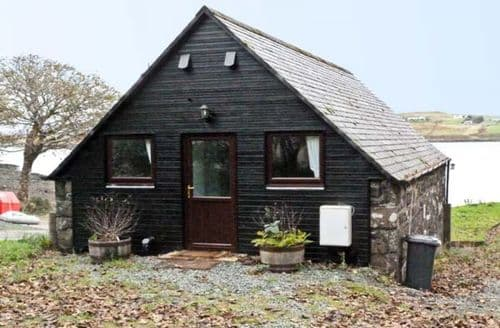 Last Minute Cottages - Greshornish Boathouse