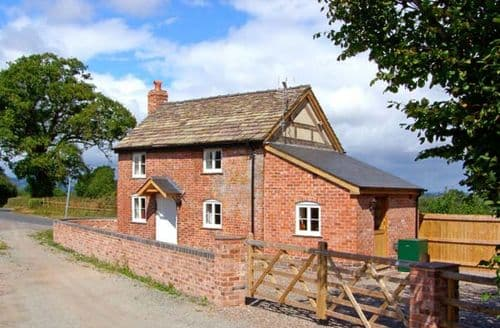Last Minute Cottages - Tasteful Hereford Cottage S2362
