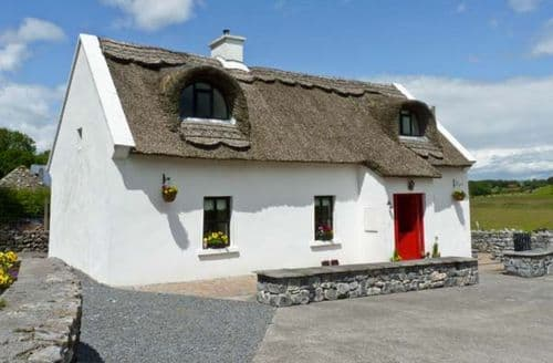 Last Minute Cottages - Ballyglass Thatched Cottage