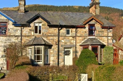Last Minute Cottages - Stunning Betws Y Coed House S5355