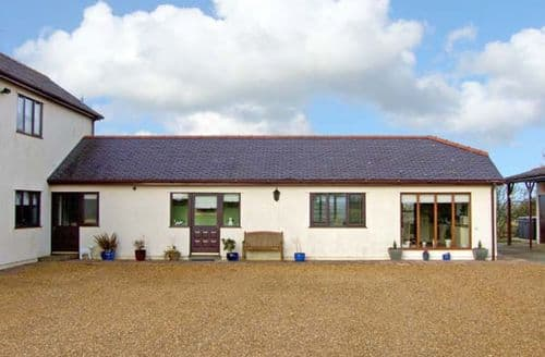 Last Minute Cottages - Beautiful Gaerwen Cottage S5392