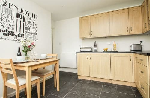Last Minute Cottages - Garden Flat